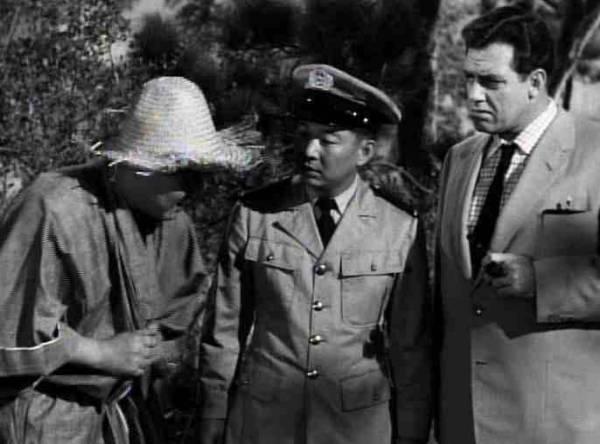 Raymond Burr in una scena girata negli USA e rimontata nel film    Raymond Burr Godzilla